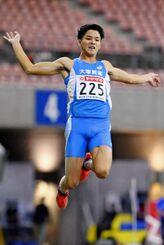 男子走り幅跳びで優勝した津波響樹=デンカビッグスワンスタジアム