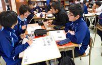 道徳の一斉授業 公開/糸満中「教育の日」に13学級