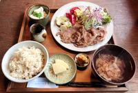 ほっとする家庭料理を、昭和ノスタルジーとともに 那覇市樋川「あめいろ食堂」