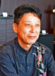 内閣府審議官の就任あいさつで沖縄タイムス社を訪問した石原一彦氏=5日、沖縄タイムス社