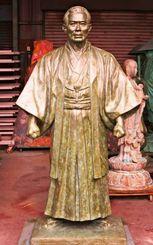21日の除幕を待つ上地流開祖・上地完文氏の銅像(上地完尚氏提供)