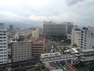 梅雨前線の影響で那覇市はくもっています