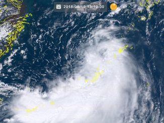15日13時10分現在の沖縄周辺(ひまわり8号リアルタイムWebから)
