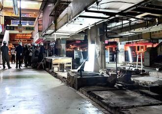 12月の取り壊し前に、マスコミに公開された旧第一牧志公設市場=21日、那覇市(下地広也撮影)