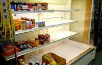 迷走台風5号、住民生活を直撃! 船が来ず牛乳も野菜もない…南・北大東島で生鮮食品が不足
