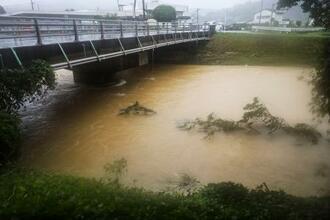 増水した熊本県和水町の十町川=12日午後