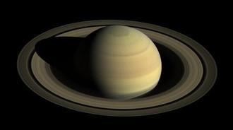 探査機カッシーニが2016年4月に撮影した土星(NASA提供・共同)