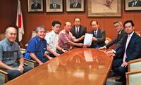 酒税軽減「県民生活に寄与」 県酒連、自民党本部に延長を要求