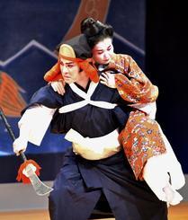 戦乱の世を生きた女性の数奇な運命を描いた新作組踊「越来真鶴姫」=9日午後、那覇市・タイムスホール(崎浜秀也撮影)