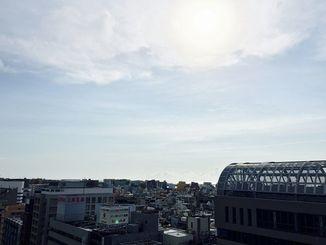 日中は日差しが強かった那覇市内=7日