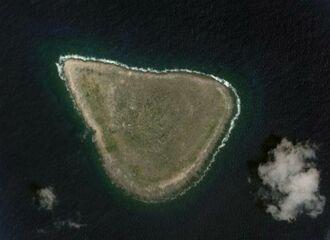 沖大東島(ⓒGoogle)