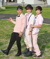 息の合った歌とダンスで人気が高まるKRAZY BOYZの(左から)SHUYA、SHO、REO=那覇市・沖縄セルラーパーク那覇