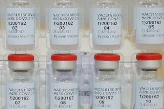 ジョンソン・エンド・ジョンソンの新型コロナウイルスワクチン(同社提供・ロイター=共同)