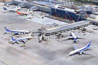 ANA機のギアにトラブル 那覇空港、着陸やり直す