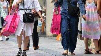 (資料写真)国際通りを歩く若者たち
