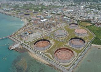 売買交渉が進む南西石油の施設=西原町