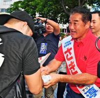 沖縄県知事選:選挙手法で違い鮮明 投開票まで2週間