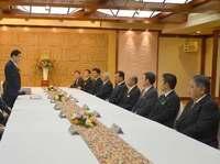 県民と米軍の交流施設を提案 沖縄9市長と岸田外相が会談