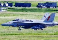 FA18が飛行経路逸脱か 沖縄市・北谷町の広範囲で騒音100デシベル超