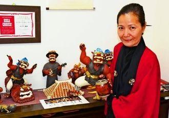 表情豊かなシーサーが印象的な田中順子さんの作陶展=沖縄市諸見里のギャラリー喫茶「嬉楽」