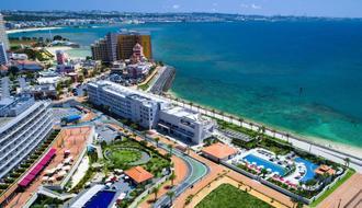 6月1日にオープンするダブルツリーbyヒルトン沖縄北谷リゾート(中央)=同社提供