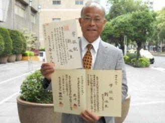 名桜大修士号、鹿児島国際大博士号の学位取得を喜ぶ劉水生さん
