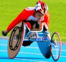 陸上男子800メートル(T52)で優勝した上与那原寛和選手=仁川