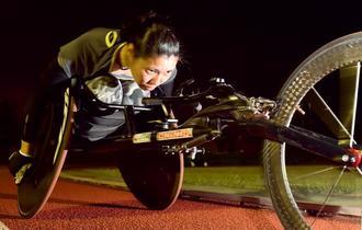 持久力アップのためのトレーニングに取り組む喜納翼=北谷公園陸上競技場(金城健太撮影)