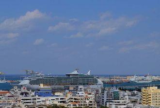 沖縄も過ごしやすくなり、クルーズ船も2隻入港しています