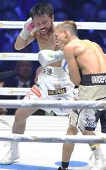 WBC世界フライ級タイトルマッチ 7回、ロサレス(右)に左フックを打ち込む比嘉大吾=横浜アリーナ(田嶋正雄撮影)