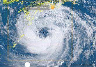 台風10号の衛星画像=14日午前10時2分(情報通信研究機構「ひまわりリアルタイムWeb」より)