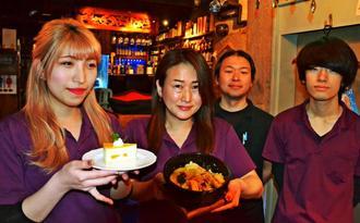 来店を呼び掛ける西之園健二マネジャー(右から2人目)ら=15日、東京・神田の「神田基地TOKYO」