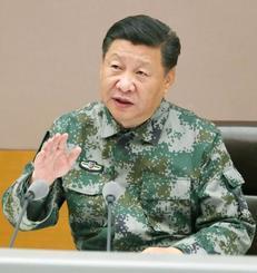 中国人民解放軍の施設を視察し演説する習近平国家主席=11月、北京(新華社=共同)