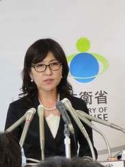 抱負を語る稲田朋美新防衛相=4日、防衛省