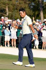 米男子ゴルフのマスターズ・トーナメントで日本人初優勝を果たした松山英樹=11日、米ジョージア州のオーガスタ・ナショナルGC(ロイター=共同)