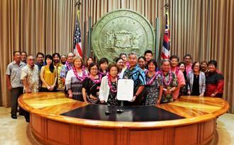9月28日にハワイ州庁舎で行われた制定式