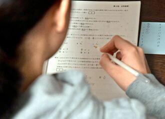大学入学共通テストに向け、勉強に励む受験生=9日、那覇市内