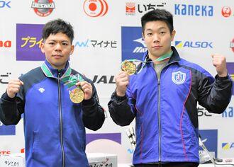 重量挙げの東京五輪代表に選ばれた男子61キロ級の糸数陽一選手(左)と同73キロ級の宮本昌典選手=2020年12月