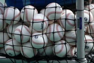 大リーグの従来の使用球=2020年7月、米カンザスシティー(AP=共同)