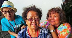 <米国>左から慶子・祈口さん=米国1世、禮子・パーキンスさん=同1世、みどり・ワーレスさん=同2世