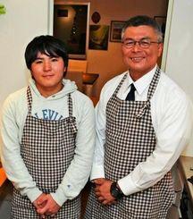 こども食堂を開所した牧師の砂川竜一さん(右)と調理担当の津波古秀明君=9日、南城市のつきしろキリスト教会