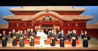 師匠クラスが円熟の踊りを披露した東京琉球舞踊協会の公演「翔舞7」=3日、東京・国立劇場小劇場