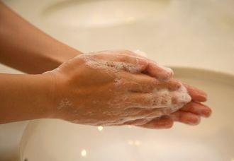 沖縄県は手洗いやうがいの徹底を呼び掛けている