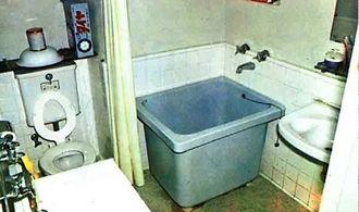 当蔵市街地住宅に設置された当時、近代的とされた浴室=出典・県住宅供給公社10年のあゆみ(1976年発刊)