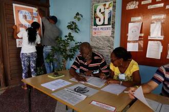キューバ憲法改正を巡る国民投票に向け、準備が進む投票所=17日、ハバナ(ロイター=共同)