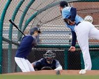 イチロー、同僚投手を相手に打撃 Dバックス平野は投球練習