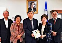 台湾地震:花蓮へ思い届ける 那覇日台親善協が30万円寄付