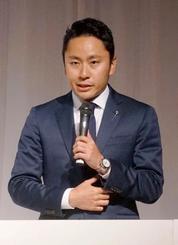 日本フェンシング協会の活動方針について語る太田雄貴会長=25日午後、東京都港区