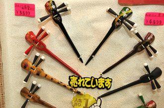 手作り「昭屋」は歌手の夏川りみさんも歌番組で使用したというかんざしが人気