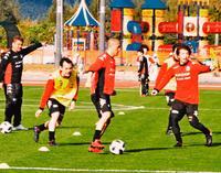 沖縄のサッカーキャンプ、経済効果20億円超 おきぎん経済研究所